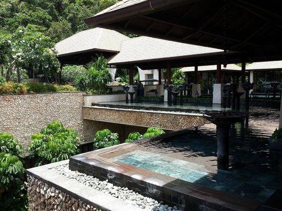 Shangri-La's Boracay Resort & Spa: view from lobby