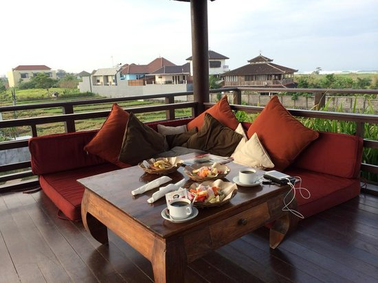 Echoland: Breakfast at the rooftop
