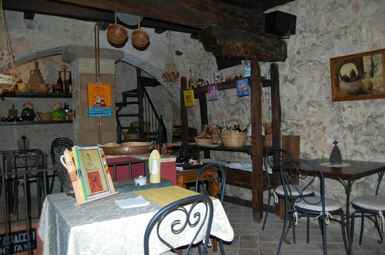 Nena al Borgo Castello: Un altro particolare della camera da pranzo.