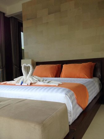 Umae Villa: The room and bed