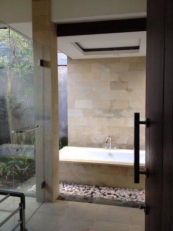 Umae Villa: The Bathroom