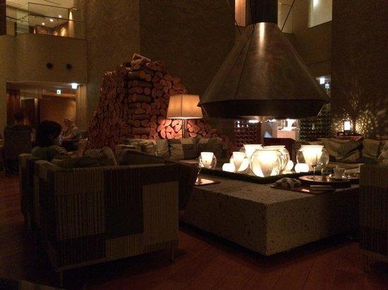 Hyatt Regency Hakone Resort and Spa : 夏の暖炉スペース