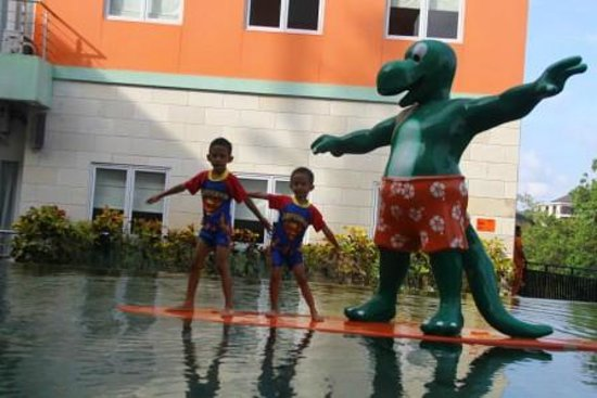 HARRIS Hotel & Residences Riverview Kuta: Kids Pool
