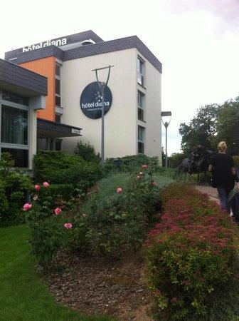 Diana Hotel Restaurant & Spa: l'entrée du complexe hotelier