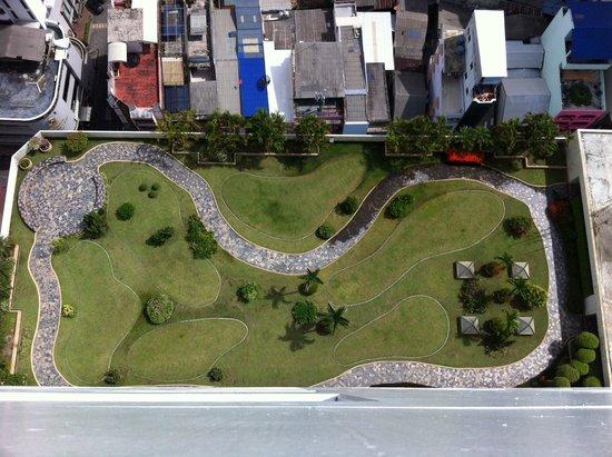 Lee Gardens Plaza: Rooftop garden