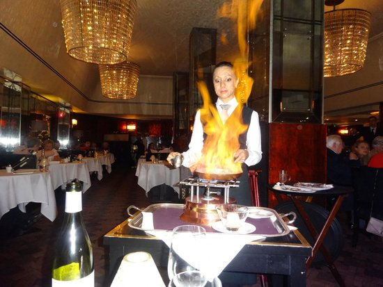The Savoy Grill : flambéed strawberry