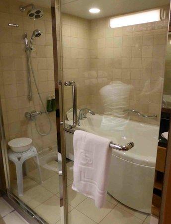Kyoto Brighton Hotel: バスルーム・シャワールームも併設