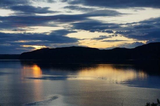 L'Auberge des Battures : vue sur le fjord depuis l'auberge