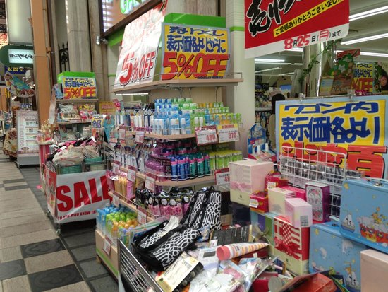 Shinsaibashi : One of the many bargain shops