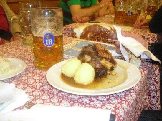 Hofbrauhaus Munchen: Stinco di maiale e boccale di birra !! Accoppiata vincente !!!