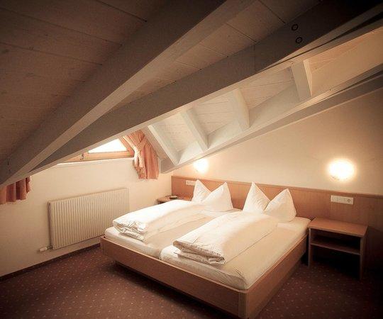 Schlafzimmer Dachgeschoss - Picture of Appartementhaus ...
