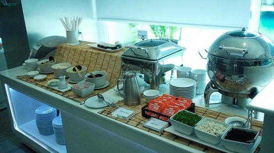 Bangkok Hotel Lotus Sukhumvit: 味噌湯很好喝!還有刺深壽司。