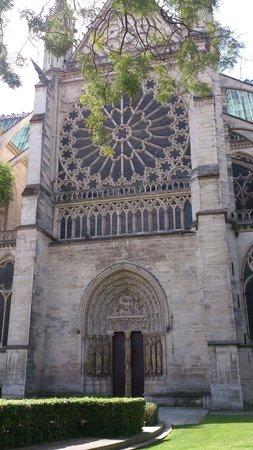Courtyard Paris Saint Denis : Basilique cathédrale de Saint-Denis