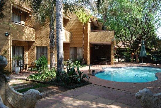 Sunwardpark Guesthouse: Garden view
