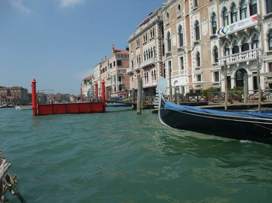 Hotel La Fenice Et Des Artistes: Gondola ride