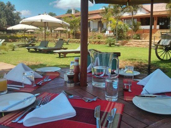 Kilima Kiu Manor: Outdoor lunch