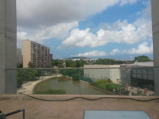 NH Barcelona Fira Suites: vista dal balconcino
