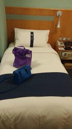 Holiday Inn Express Hong Kong Causeway Bay: Bedroom