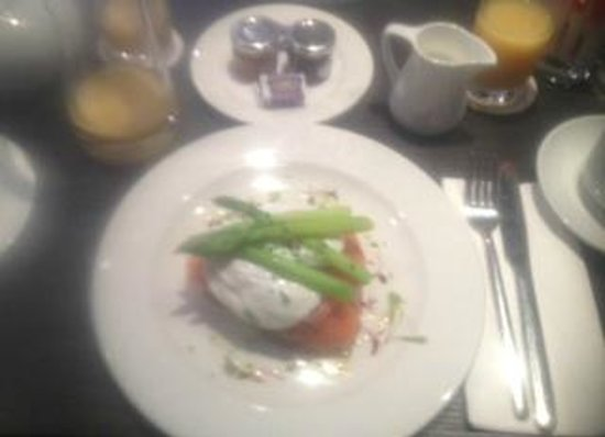 Bath House Hotel: Salmon, poached egg and asparagus on brioche for breakfast - divine!