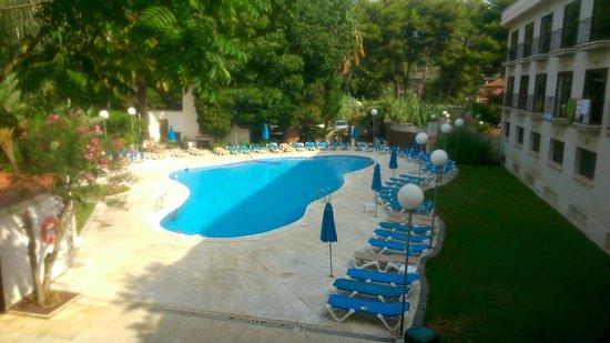 Hotel Ciudad de Castelldefels: Vu de la chambre sur la piscine