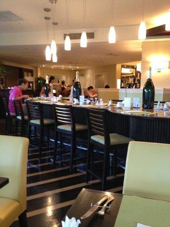 ANA Crowne Plaza Okinawa Harborview: Dinning