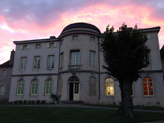 Castel Camping Château de l'Epervière : Chateau at sunset