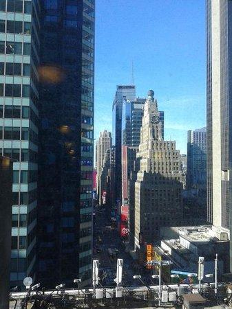 DoubleTree Suites by Hilton Hotel New York City - Times Square: vistsa da camere lato sud e da zona ascensori