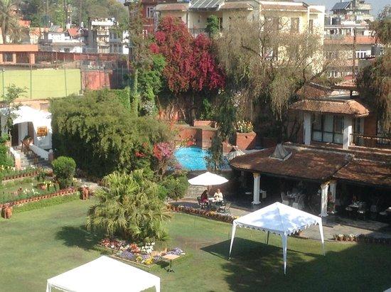 Shangri-La Hotel Kathmandu: View from Room to Pool and restaurant