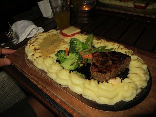 Villa Okan Restaurant : Plankebøf med bearnaise