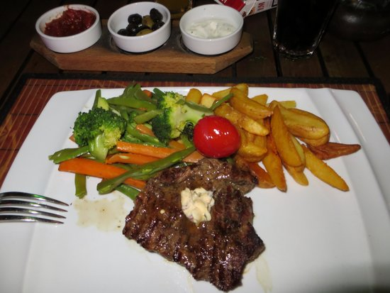 Villa Okan Restaurant : Bøf med kartofler og grøntsager