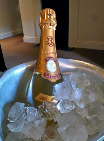 Macdonald Frimley Hall Hotel & Spa : Eventually the ice bucket that fitted a champagne bottle