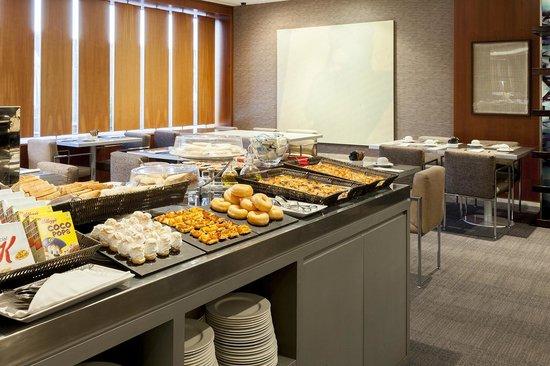 AC Hotel Murcia: Buffet Desayuno en el Desayunador