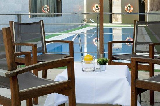 AC Hotel Murcia: Terraza y Piscina