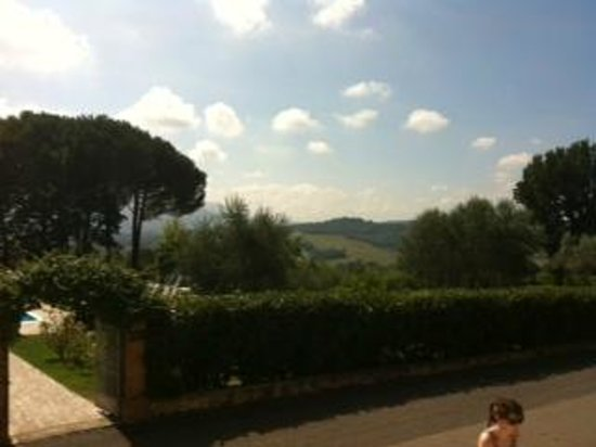 Castello di Montignano Relais & Spa : View from the pool area-hotel
