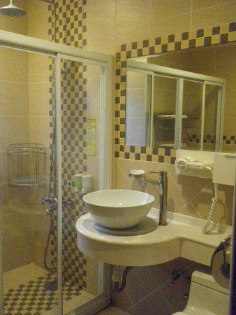 Cherng Yuan Hotel: Bathroom