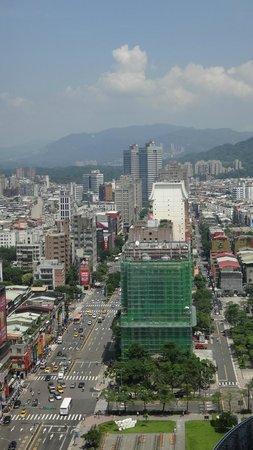W Taipei: 東邊的景色
