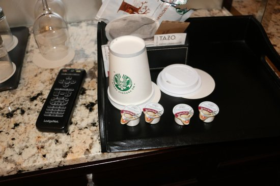 The Westin St. Francis San Francisco on Union Square: 2 paper cups for coffee/tea/hot water