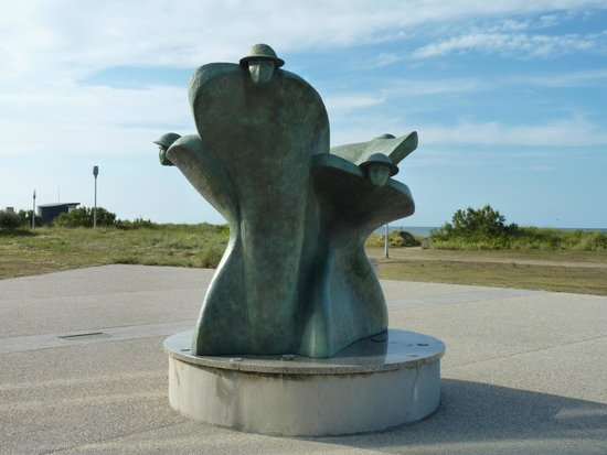 Centre Juno Beach : Sculpture à l'entrée