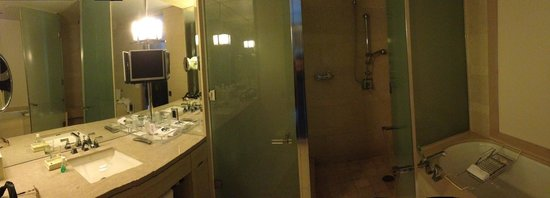 The St. Regis San Francisco : So impressed with the bathroom