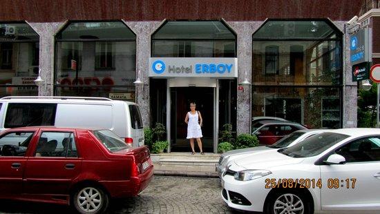 Erboy Hotel : Вход.
