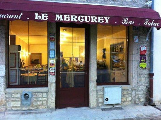 vitrine restaurant le mercurey photo de le mercurey. Black Bedroom Furniture Sets. Home Design Ideas