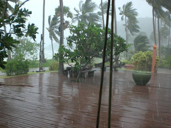 Phi Phi Island Village Beach Resort: l'acquazzone