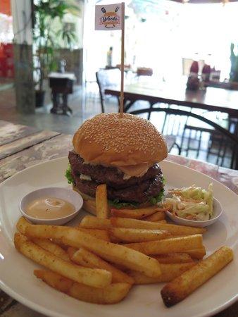 Wacko Burger Cafe: double D