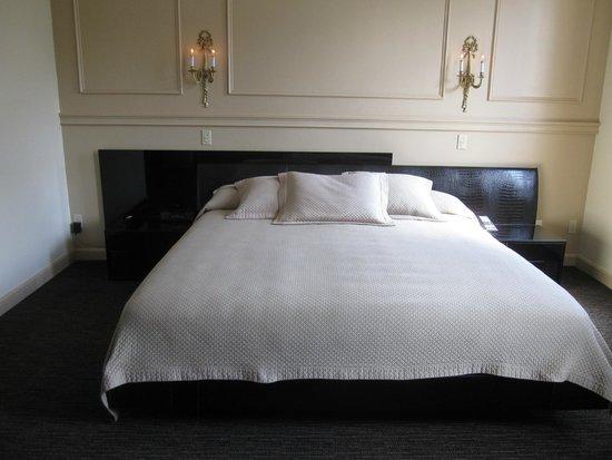 Garrison Inn Boutique Hotel: Comfy bed