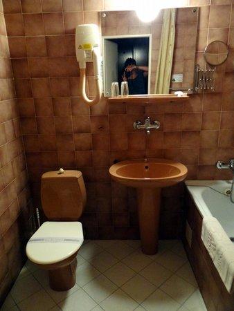 """Hotel SLAVIA: """"Stylowa"""" łazienka"""