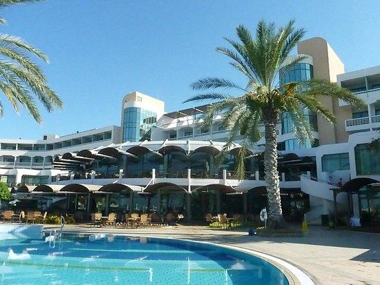 Constantinou Bros Athena Beach Hotel: Poolside