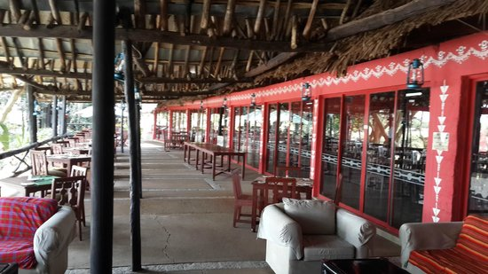 Mara River Lodge: Dining area - Just adjacent to mara river and Hippo Pool