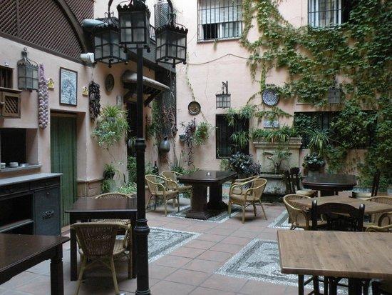 Hotel Posada Del Toro: Cortile interno