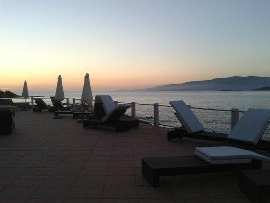 Hotel Castel d'Orcino: tramonto sulla terrazza