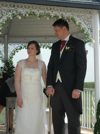 The Cooden Beach Hotel: Wedding couple and gazebo